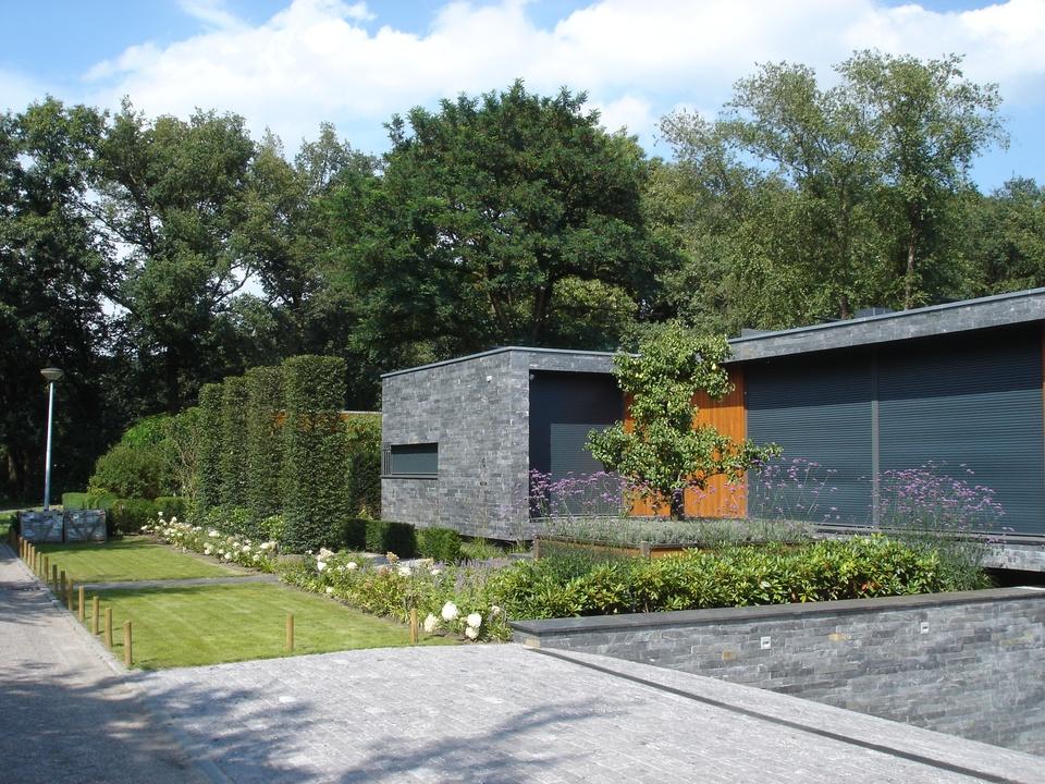 Ontwerp en realisatie van tuin rond bungalow projecten for Ontwerp voortuin met parkeerplaats