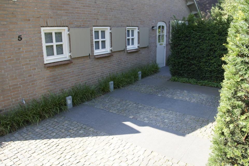 Aanleg en bestrating van oprit en parkeerplaats for Ontwerp voortuin met parkeerplaats